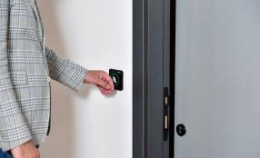 Da CAME un nuovo sensore a sfioramento per aprire e chiudere le porte automatiche senza contatto